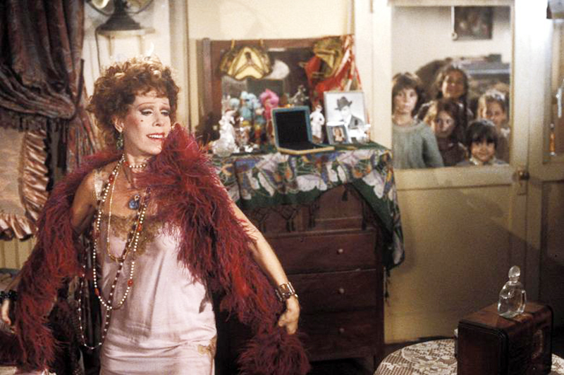 How to Dress Like Andie from Pretty in Pink • It's like Miss Hannigan time-traveled and threw a party in Molly Ringwald's bedroom. • Little Gold Pixel