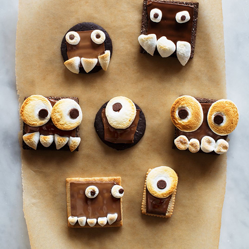 Monster S'mores • 13 Halloween Party Recipes • Little Gold Pixel via sayyes.com