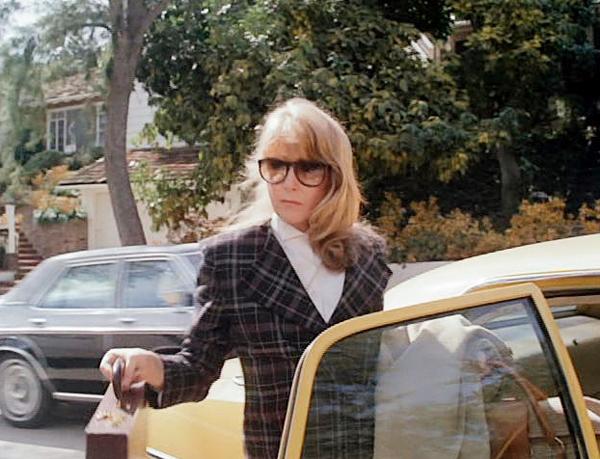 Dress Like Caroline in Mr. Mom • littlegoldpixel.com