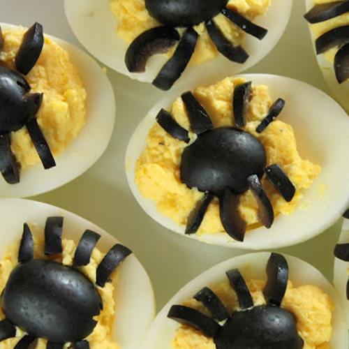 Spider Eggs • 13 Halloween Party Recipes • Little Gold Pixel via deliciousasitlooks.com